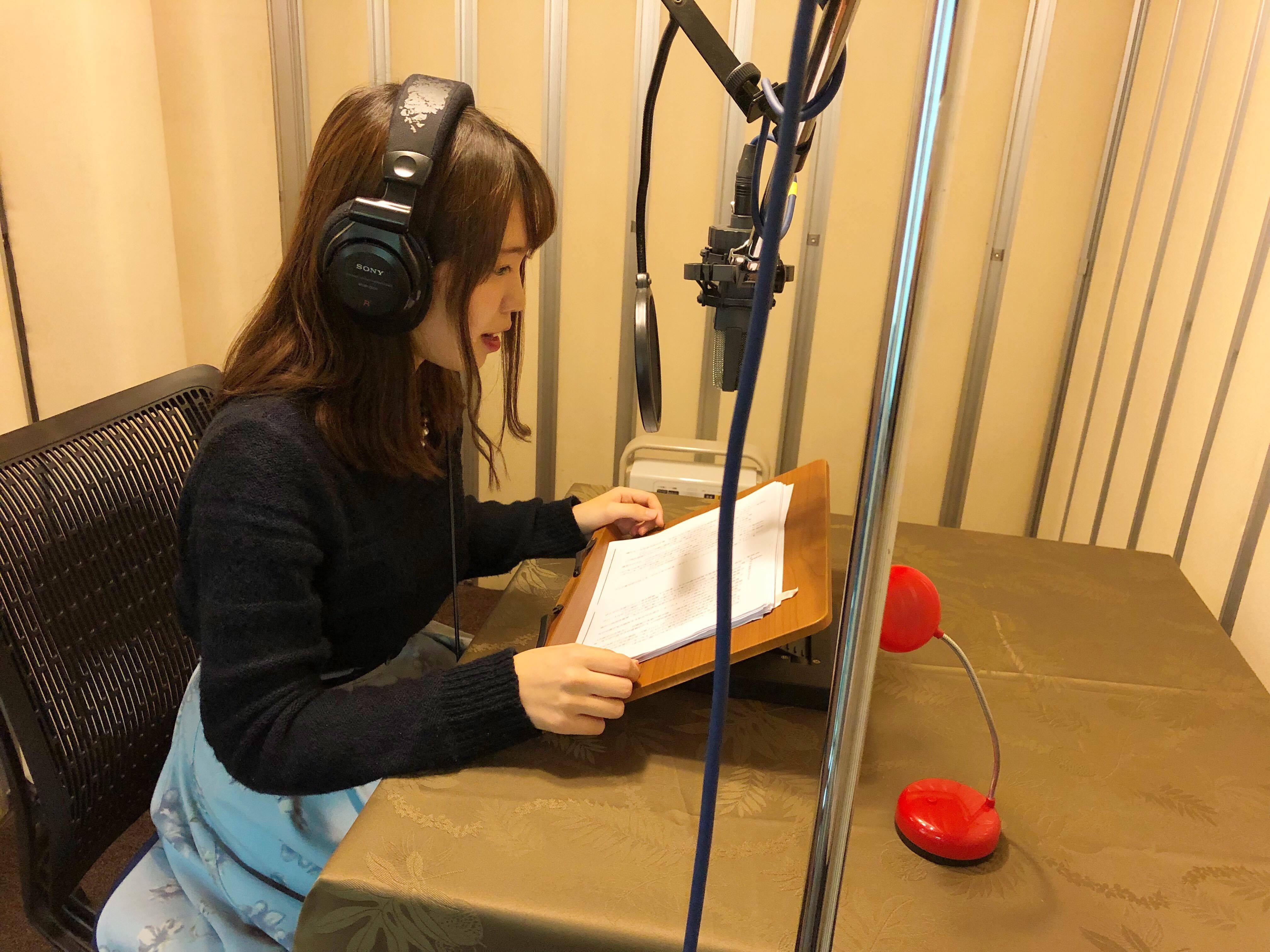 1冊1冊、社内のスタジオで声優さんが収録している!