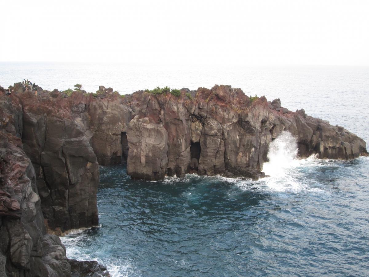 サスペンスドラマにでてくる崖のイメージ