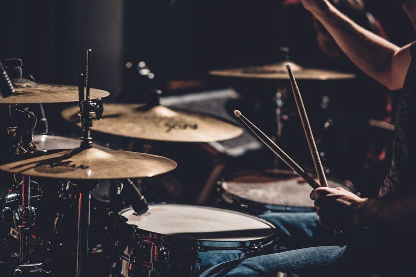 10月10日は『ドラムの日』! ドラム講師:坂井俊彦に聞いた、ドラムの上達方法とは?