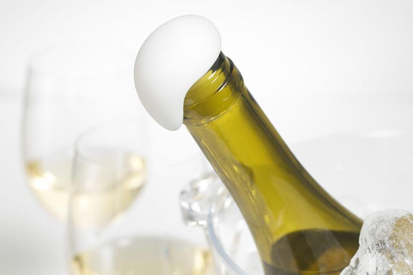 遊び心の泡があふれだすボトルキャップ「+d オーバーフロー」