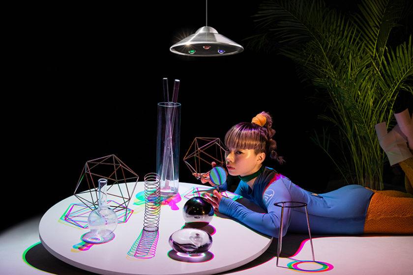 影の色さえも自由自在に操れる!彩る影をデザインする照明「RGB_Light」