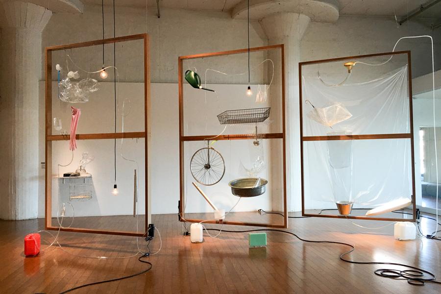 《モレモレ:与えられた落水》/ 毛利悠子 (日産アートアワード2015での展示風景, 筆者撮影)