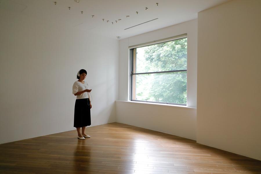 小泉明郎《抗夢#1 (彫刻のある部屋)》2020年 Photo by Keizo Kioku
