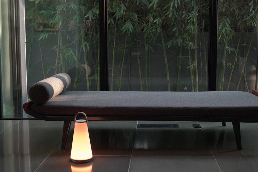 優しい光とクリアな音を持ち運ぼう。充電式ランタンスピーカー「UMA」