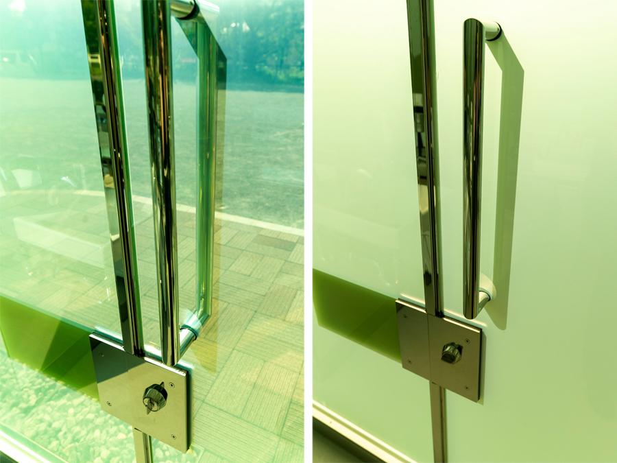 鍵の開いた状態(左)と鍵を閉めた状態(右)  photo by ぷらいまり