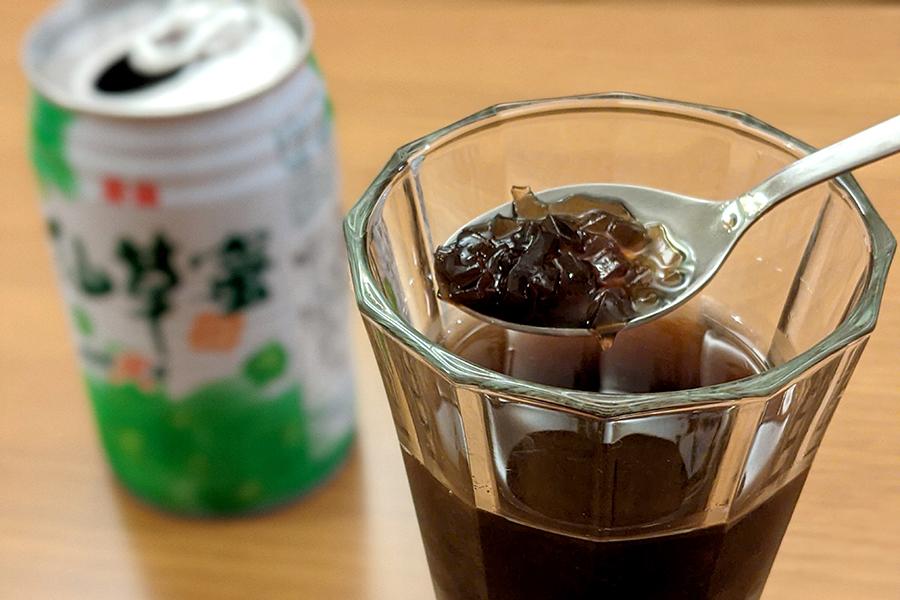 スーパーやコンビニで必ず売られている、「泰山仙草蜜」