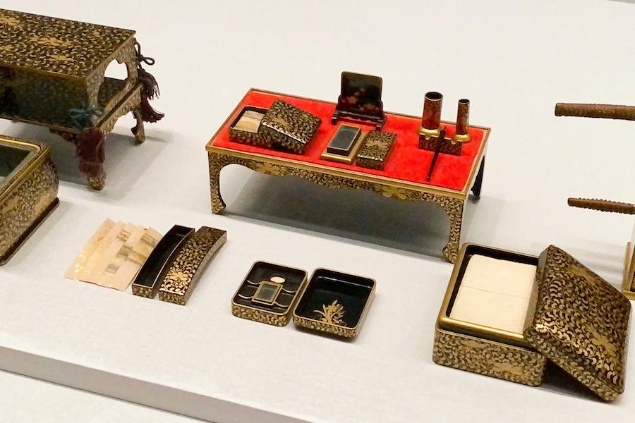 《雛道具》/ 七澤屋 (江戸時代 19世紀) ミニチュアながら短冊箱の中には金銀砂子で装飾された短冊が入っているなど、細部にも仕掛けが。 photo by ぷらいまり