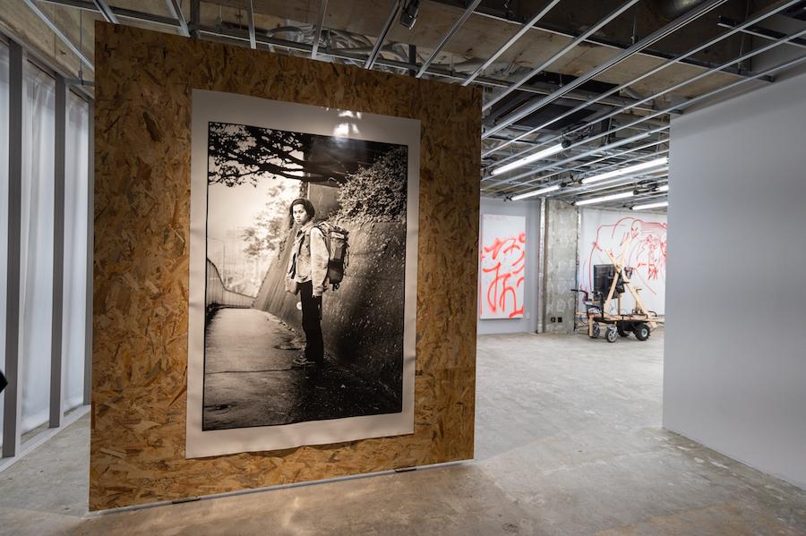 4F 展示風景 (《無題 (バックパッカー) 》/ 長島有里枝) photo by ぷらいまり