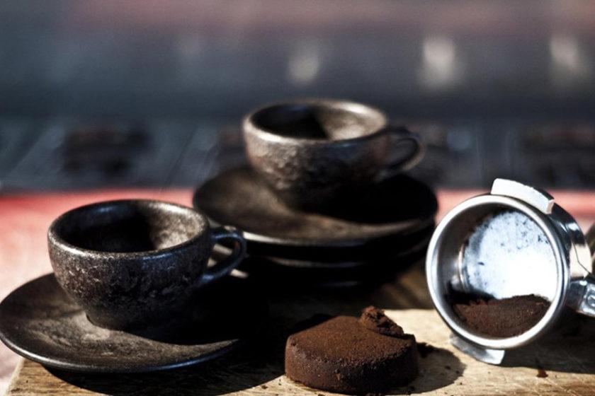 """コーヒーの香りがするカップ!コーヒーの""""カス""""から生まれた「Kaffeeform」"""