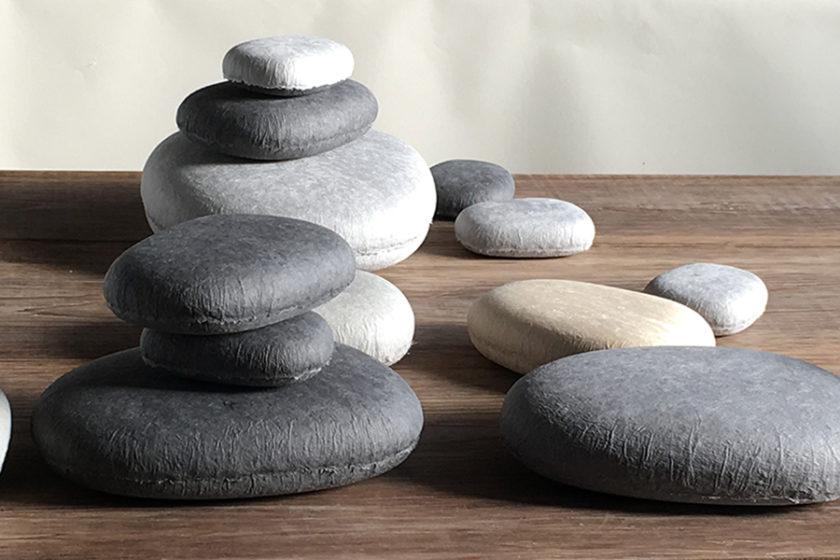 河原の石? 越前和紙でできた小物入れharukami 「cobble(コブル)」