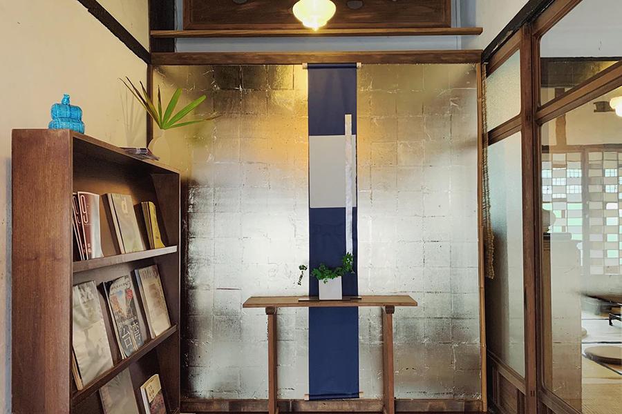 書籍コーナーには日本の雑誌も置かれている(画像提供:©︎Sputnik Lab)