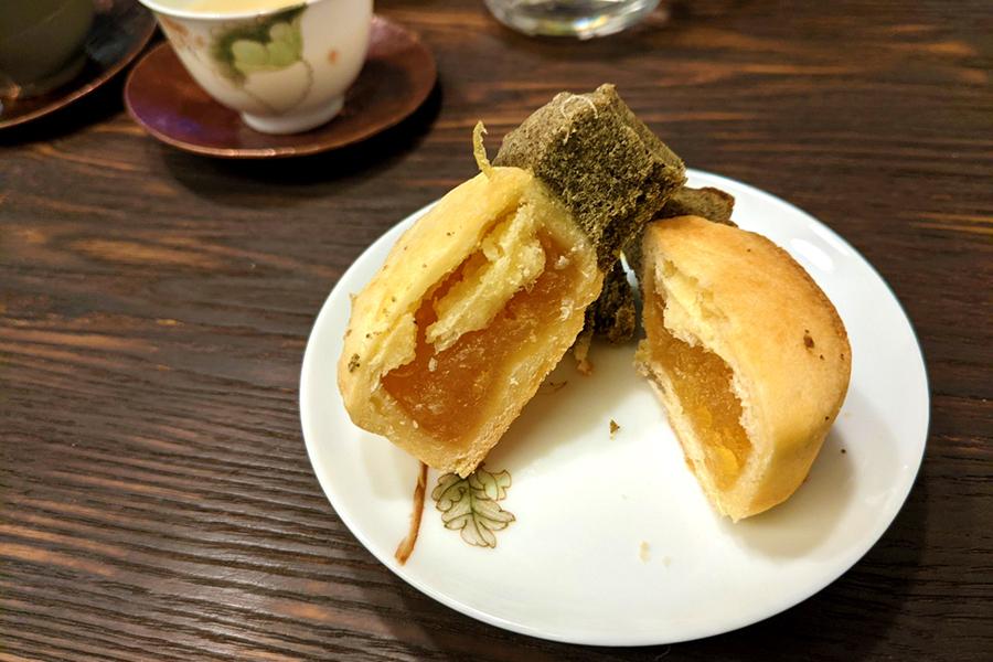 茶葉がブレンドされたパイナップルケーキ
