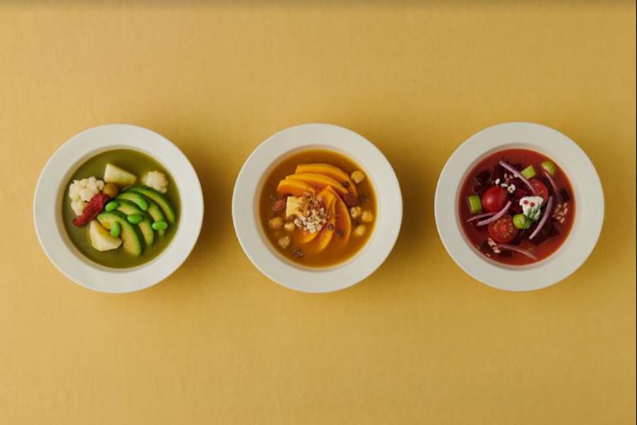 この春限定!左からアボカド、バターナッツ、ビーツのスープ