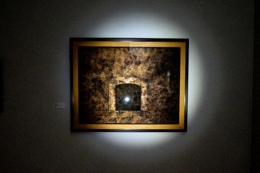 懐中電灯を片手に… 自分だけの「視点」を見つける展覧会。 / 「ストーリーはいつも不完全……」「色を想像する」ライアン・ガンダーが選ぶ収蔵品展 (東京オペラシティ アートギャラリー)