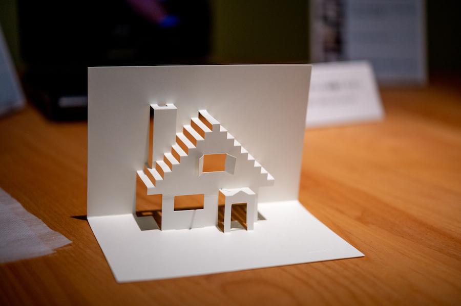 ハンズオンコーナーでは こちらの家を自分で組み立てることができます。  photo by ぷらいまり