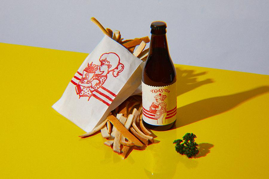 左が台湾の屋台でよく見かける、テイクアウト用の紙袋(画像提供:©️酉鬼啤酒 Ugly Half Beer)