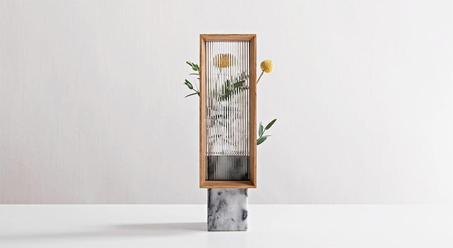 小さな窓に映る花(画像提供:©️3+2 design studio)