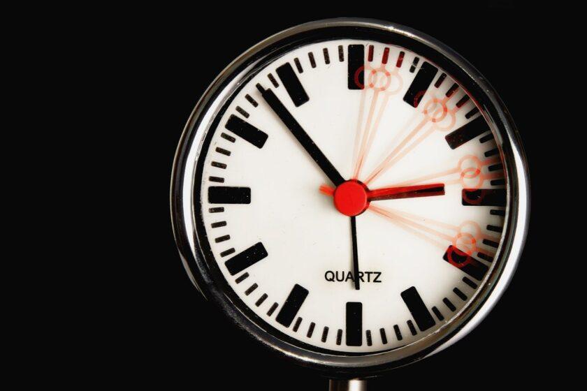 なんで1周って360°なの? アナログ時計を眺めながら数学的な秘密を探ろう
