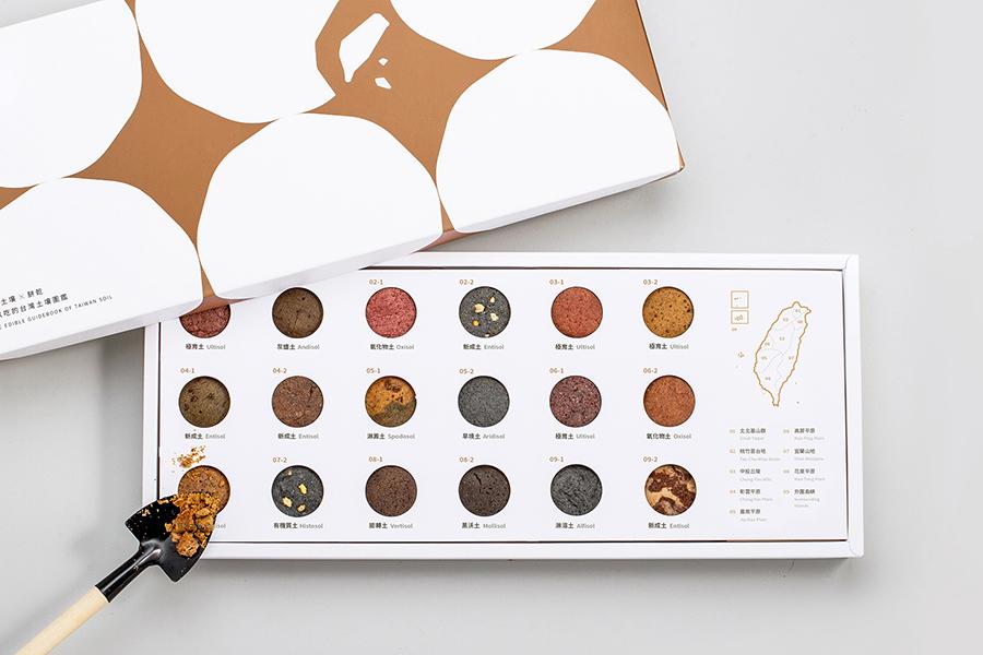 丸く切り抜かれた部分から18種類のクッキーが窺えるデザイン(画像提供:©️Catchy Crust)