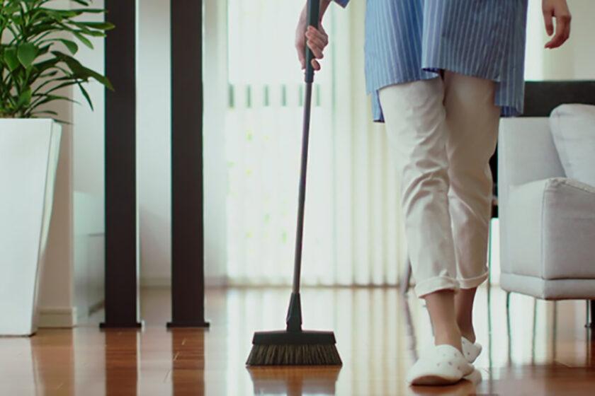 アナログな箒(ほうき)のポテンシャルを見よ!「ひと掃き」からはじまる掃除の革命「ONE STROKE」