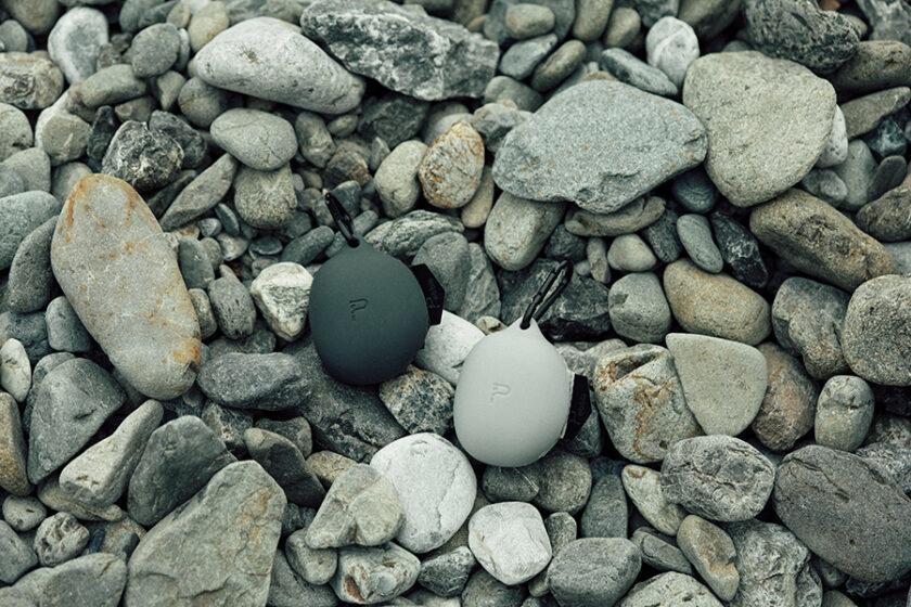 弁当ひとつ買うのもこんなにスタイリッシュ!ワンモーションで取り出せる小石みたいなエコバッグ「Pebble(ペブル)」