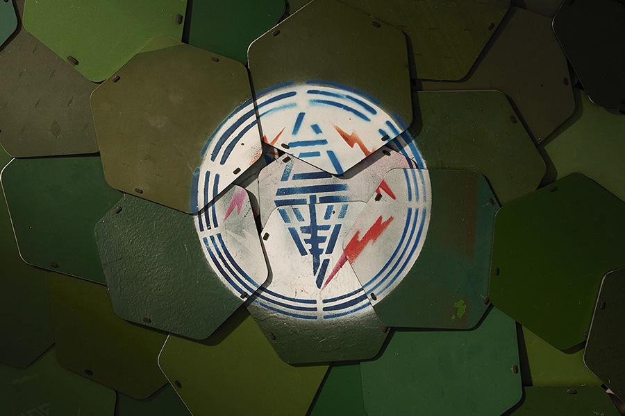 鍋敷きを重ねることで現れた「台湾電力」のロゴ(画像提供:©️TPCreative)
