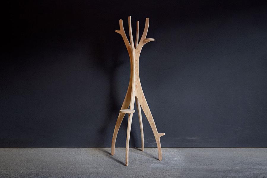 「樹木のようなコート掛け」画像提供:VUILD株式会社